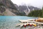 Boote auf dem Moraine lake in Kanada
